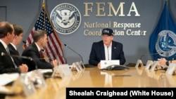 Predsednik Donald Tramp na sednici čelnika Agencije za vanredne situacije (FEMA)