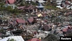 Kawasan Petabo, Palu, Sulawesi Tengah yang hancur pasca hantaman gempa bumi, dilihat dari udara, 7 Oktober 2018.