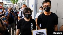 """香港支联会副主席邹幸彤就香港警方国安处指称该组织为""""外国代理人""""一事到警察总部递交新建要求警方解释理由。(2021年9月7日)"""