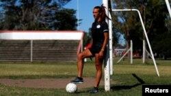 Mara Gomez, pesepak bola transpuan profesional pertama di Argentina, saat wawancara dengan Reuters di Buenos Aires, 3 Februari 2020. (Foto: Reuters