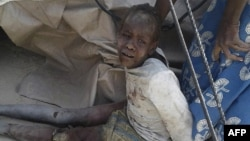 尼日利亚军方误炸一座难民营造成50多人死亡,多人受伤。