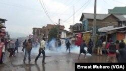 Les manifestants ont fait face à la repression de la police à Bukavu, le 21 janvier 2018. (VOA/Ernest Muhero)