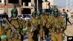 اعضای گردان های عزالدین قسام، شاخه نظامی گروه فلسطینی حماس - آرشیو