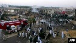 Phi cơ chở hàng Ilyushin IL-76, do Nga chế tạo, của hãng hàng không Sunway của Georgia rơi xuống một khu dân cư ở Karachi không lâu sau khi cất cánh