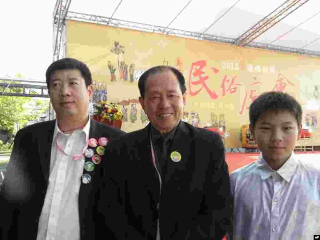 大师安志顺 (中)一家三代都是鼓乐好手