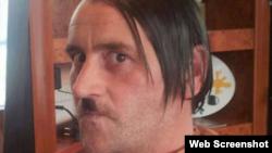 Lutz Bachmann como Hitler, en una foto de Facebook.