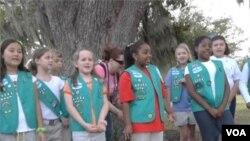 Sebagian anggota Girl Scouts merayakan HUT ke-100 organisasi tersebut di New Orleans (Foto: dok).
