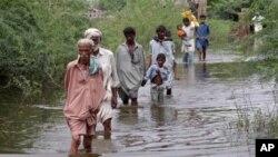 سیلاب کے باعث وزیر اعظم گیلانی نے دورہِ امریکہ منسوخ کر دیا