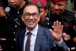 Malaysia's reformist icon Anwar Ibrahim arrives at his house in Kuala Lumpur, Malaysia, May 16, 2018.