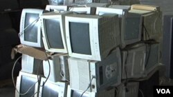 Televisores viejos, radios y teléfonos móviles son un problema ambiental en aumento.