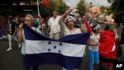 Hondureños protestaron en Tegucigalpa, la capital del país, cuando el gobierno de EE. UU. suspendió en 2018 el TPS a sus connacionales.