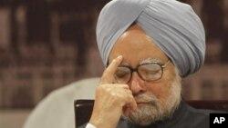 Perdana Menteri India Manmohan Singh dituntut mundur oleh partai BJP yang beroposisi karena tuduhan korupsi.