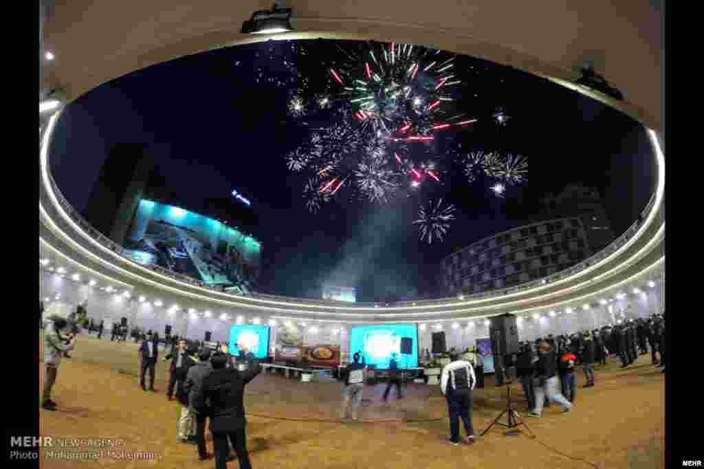 افتتاح «ایوان انتظار» در میدان ولیعصر با حضور شهردار تهران. گفته شده این بنا با اشاره به باور ظهور امام دوازدهم شیعیان ساخته شده است.