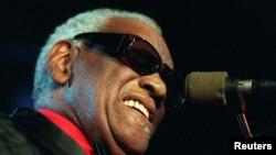 지난 1997년 레이 찰스가 스위스 몽트뢰에서 열린 재즈 페스티벌에서 공연하고 있다.