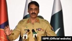 Mayor Jenderal Asif Ghafoor, juru bicara militer Pakistan (foto: dok).