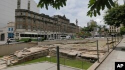Les ruines du Cais do Valongo ou du quai Valongo à Rio de Janeiro, au Brésil. (AP / Silvia Izquierdo)