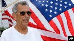Julio Martínez, un veterano de la guerra de Vietnam de 73 años que vino a los Estados Unidos desde Cuba en 1954, dijo que ha votado republicano desde 1961 y está apoyando al candidato presidencial Donald Trump.