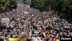 Opozicione pristalice u šetnji protiv predsednika Madura, danas u Karakasu