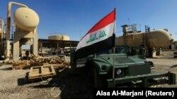 Véhicule militaire sur un champ de pétrole dans la région de Dibis à la périphérie de Kirkouk, en Irak, le 17 octobre 2017.