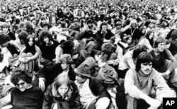 Dylan fans wait for their hero at the festival on the Isle of Wight in England, Aug. 31, 1969