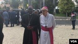 Bispo Antonio Jaka (esquerda) e Bispo emerito Oscar Braga