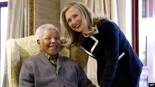 Nelson Mandela sa državnom sekretarkom Hilari Klinton
