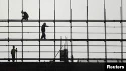 عکس آرشيوی از کارگران ساختمانی در حال کار در پکن
