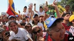 Las redes sociales son una de las principales fuentes de información para los venezolanos.