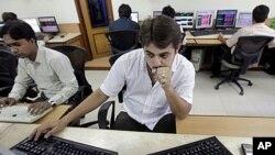 H Ινδία δεν επηρεάζεται από την υποβάθμιση των ΗΠΑ