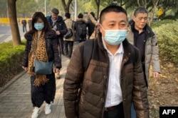 中國公民記者張展的代理律師任全牛抵達上海浦東新區法院。(2020年12月28日)
