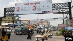 A billboard cautioning against the spread of COVID-19 can be seen on the outskirt of Phnom Penh, Cambodia, on March 30, 2021. (Tum Malis/VOA Khmer)