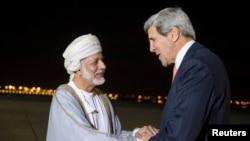 .ທ່ານJohn Kerry ລັດຖະມົນຕີຕ່າງປະເທດສະຫະລັດ ໄດ້ຮັບການຕ້ອນຮັບ ທີ່ນະຄອນ Muscat ວັນທີ 9 ພະຈິກ 2014