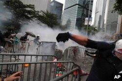港人的抗争和警方的镇压