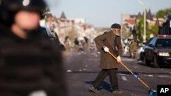 ده ها مغازه و موتر در شهر به آتش کشیده شد