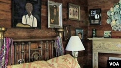 """Esta es una de las habitaciones de la colección de 10 recámaras del """"Cabaña Inn""""."""