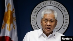 Philippine Foreign Secretary Albert del Rosario delivers a statement during a news conference in Manila, March 30, 2014.