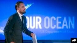 """Atrof-muhit himoyachisi, aktyor Leonardo Dikaprio """"Bizning okean"""" xalqaro konferensiyasida qatnashmoqda, Vashington, AQSh, 17-iyun, 2014-yil."""