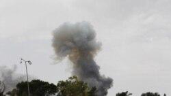 مخالفان قذافی برای قطع خطوط تدارکاتی پايتخت ليبی تلاش می کنند
