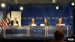 專家在威爾遜中心討論網路安全和災害應變議題。 (2017年9月13日 美國之音揚之初攝)