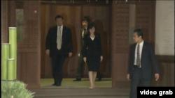 日本防衛大臣稻田朋美星期四參拜了靖國神社。(視頻截圖)