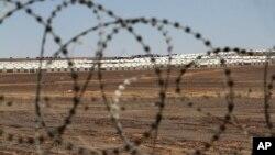 Trại tị nạn Syria mới được xây ở Azraq, Jordan kéo dài khoảng 15 km và cách biên giới Syria khoảng 90 km.