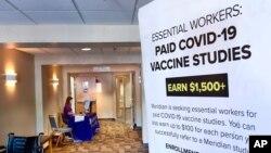Bích chương tuyển mộ người tình nguyện tham dự thử nghiệm vaccine COVID-19 do Viện Y tế Quốc gia Mỹ và công ty Moderna phối hợp bào chế.