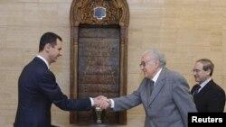 敘利亞總統阿薩德(左)星期天在大馬士革會晤聯合國和阿拉伯聯盟的聯合敘利亞特使卜拉希米(中)