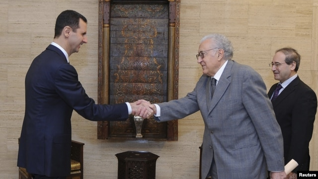 Syria's President Bashar al-Assad (L) shakes hands with U.N.-Arab League peace envoy for Syria Lakhdar Brahimi before a meeting in Damascus October 21, 2012.