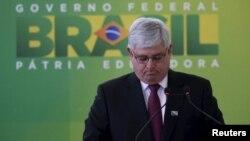 El fiscal Rodrigo Janot pidió la investigación de una veintena de personas que incluye a parlamentarios, ex-ministros, lobbistas y empresarios.
