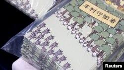 香港警方國家安全處警員星期四(2021年7月22日拘捕了5名據信屬於香港言語治療師總工會的成員,指控他們過去一年來以兒童書籍串謀發布、分發、展示或複製煽動刊物,意圖引起公眾尤其是年輕人對當局的憎恨 (路透社照片)