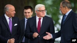 """Steinmeier dijo que fue un """"diálogo difícil"""", aunque aseguró que """"creo, y espero, que en algunos puntos logramos progresos""""."""