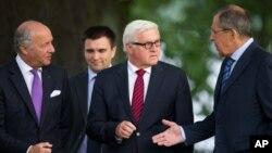 Từ trái: Bộ trưởng Ngoại giao Pháp Laurent Fabius, Bộ trưởng Ngoại giao Ukraine Pavlo Klimkin, Bộ trưởng Ngoại giao Đức Frank-Walter Steinmeier và Bộ trưởng Ngoại giao Nga Sergey Lavrov tại Berlin.