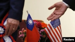 美國會眾議院外交委員會主席羅伊斯與台灣立法院院長蘇嘉全在台北舉行會晤。(2018年3月27日)