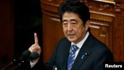 일본 아베 신조 총리가 지난 10월 중의원에서 연설하고 있다.(자료사진)